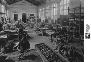Camera Comm II serie, b 636-1, ditta Furga, 1924, lavoratrici, giocattoli