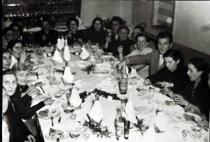 Cena di penzionamento di operaie della ditta Furga anni 60
